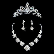 Pretty Crystal Earring Necklace Tiara Set Wedding Bridal Jewelry Collection